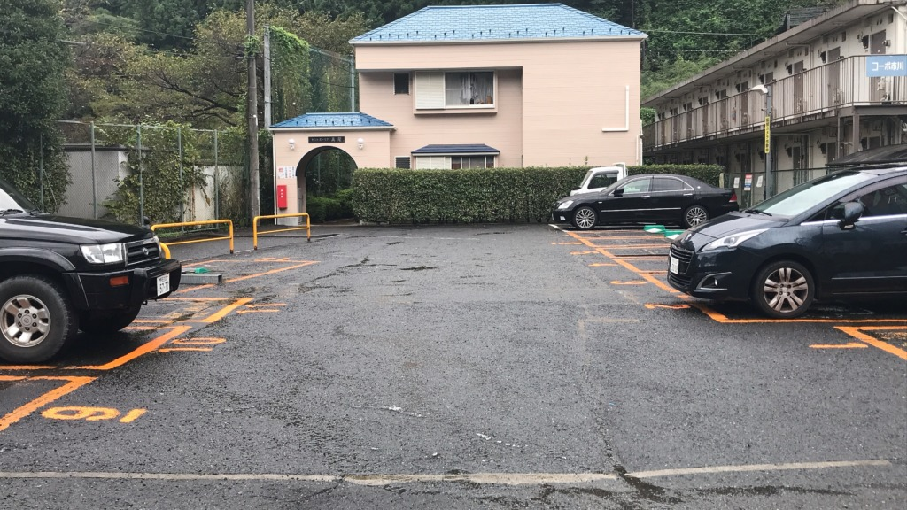 コムパーク高尾山口 駐車場内
