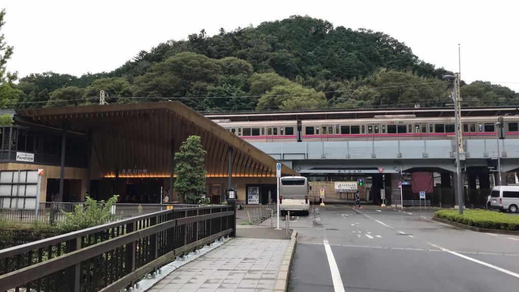 高尾山口駅前のロータリー付近