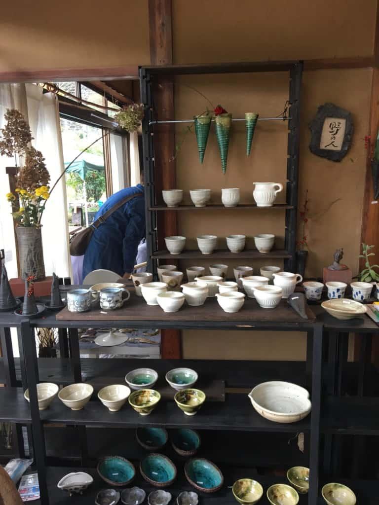 陶器の森屋由美さん