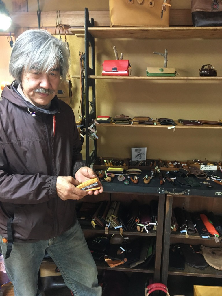 「Leather and WooD Crafts」の八木さん