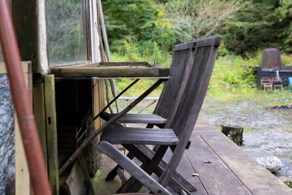 工房のデッキにある椅子