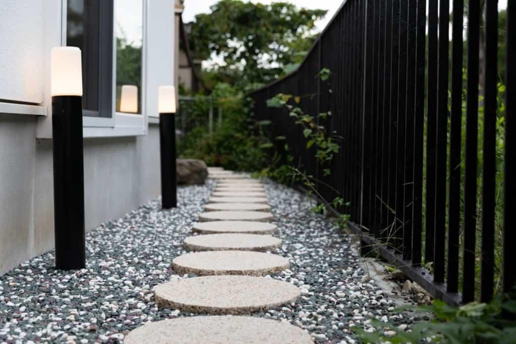 やまぶき庵の躙口に通じる石段
