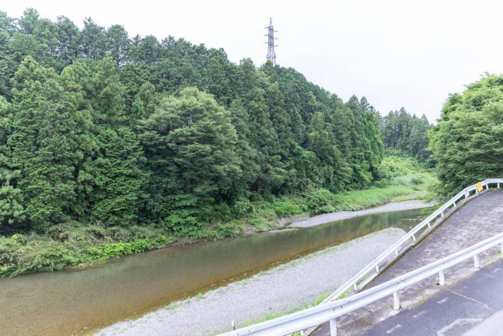 ゆっくり農縁 石川さん自宅前の秋川